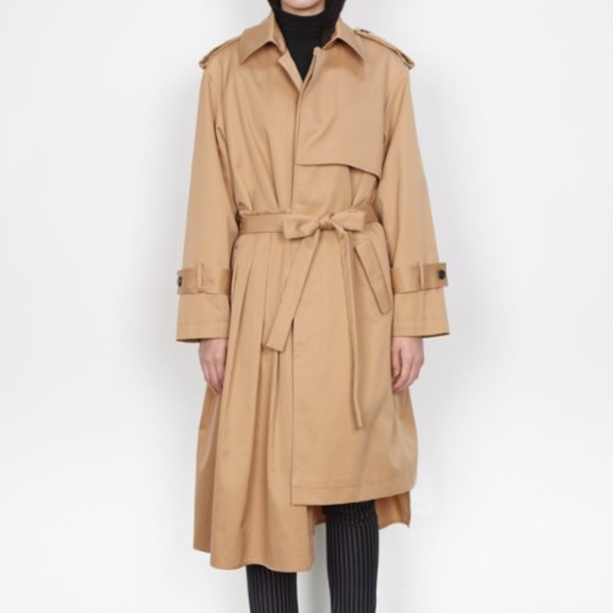 PLEATS TRENCH COAT