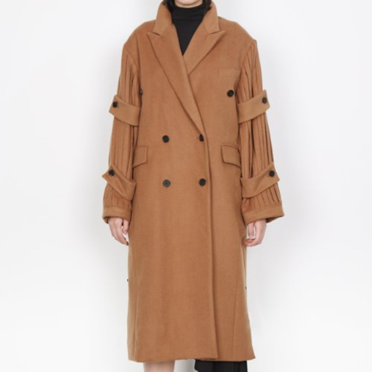 PLEATS SLEEVE COAT