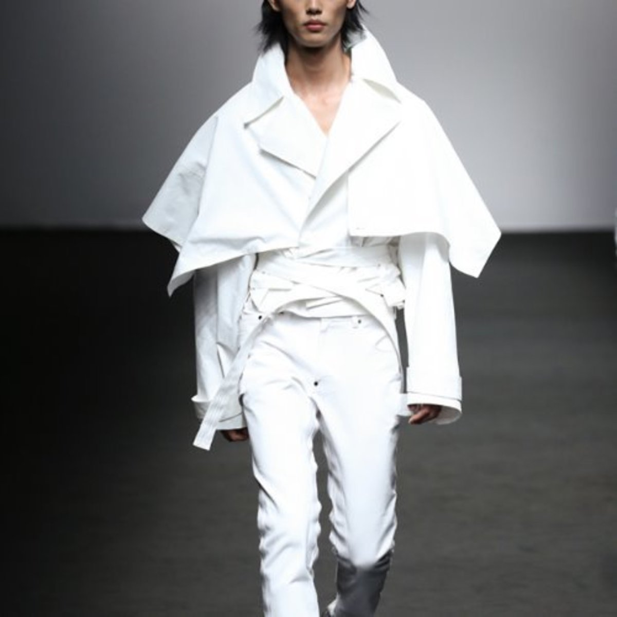 WHITE TREN CAPE JACKET